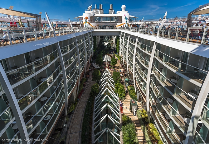 samyj bolshoj kruiznyj lajner allure of the seas 4