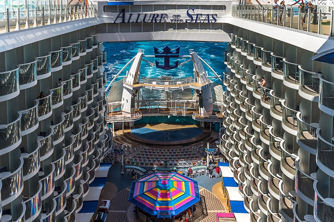 samyj bolshoj kruiznyj lajner allure of the seas 6