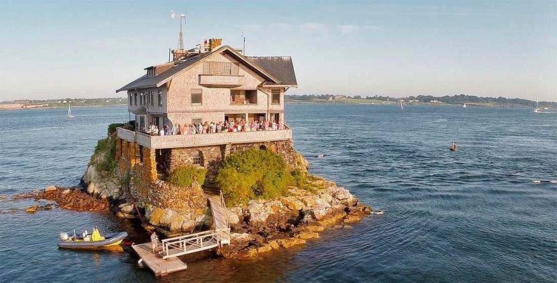 dom posredi zaliva 1