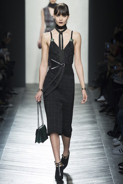 nedelya mody v milane bottega veneta osen zima 2016 17 24
