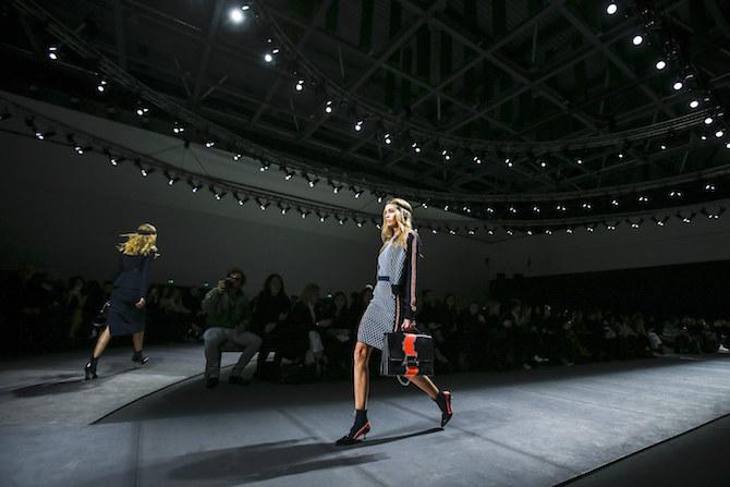 nedelya mody v milane pokaz versace 13