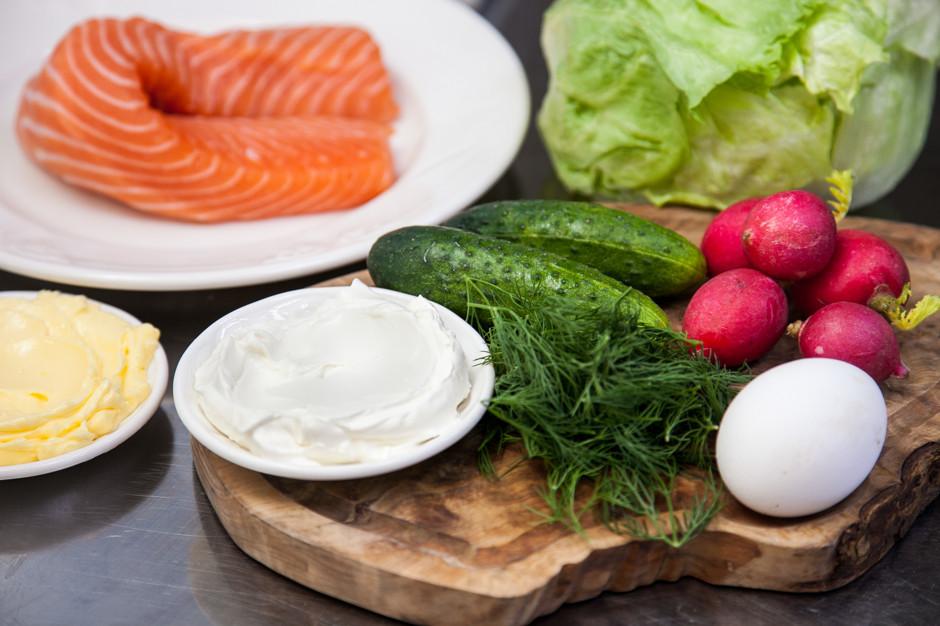 letnij salat so smetanoj i lososem 1