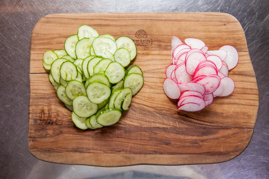 letnij salat so smetanoj i lososem 2