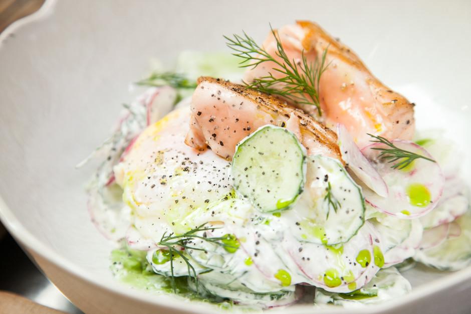 letnij salat so smetanoj i lososem 9