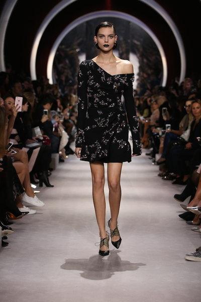 nedelya mody v parizhe christian dior osen zima 2016 2017 29