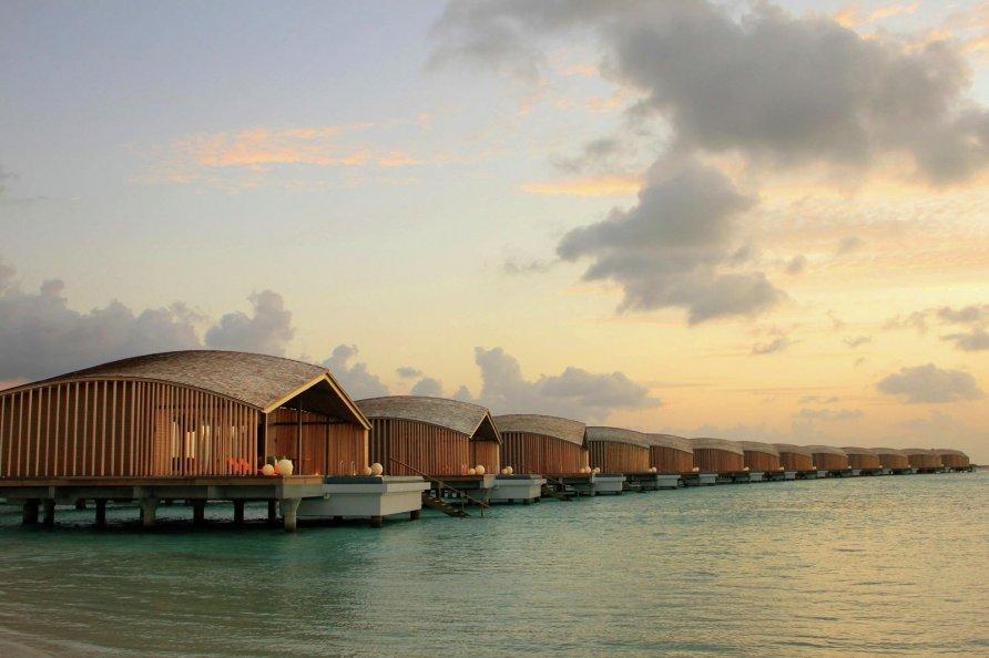 otel na solnechnykh batareyakh na maldivakh 12 892x594