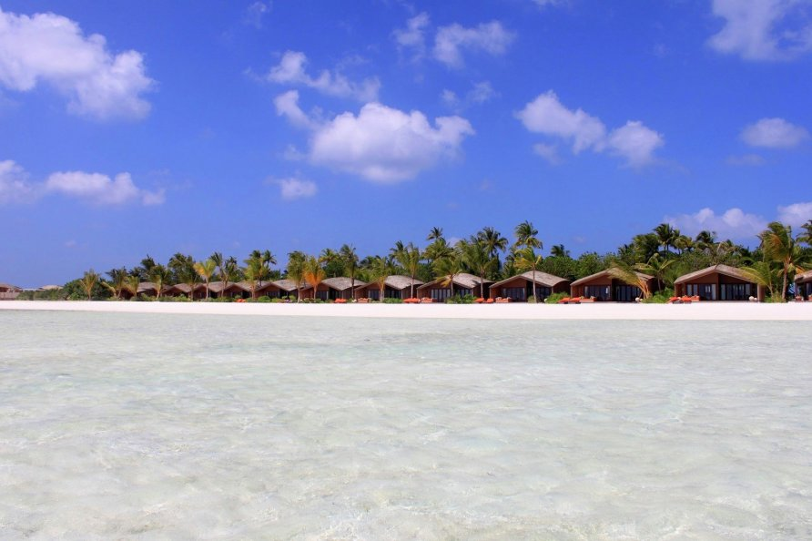 otel na solnechnykh batareyakh na maldivakh 14 892x594