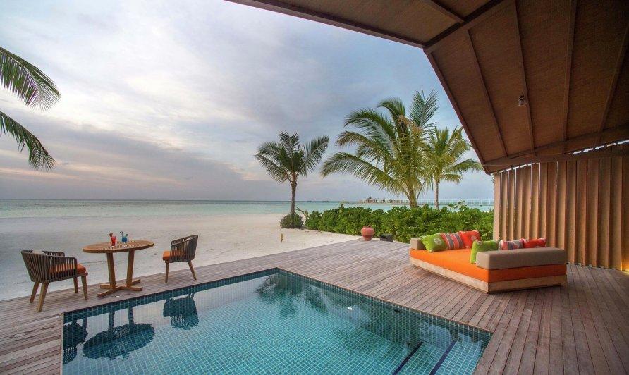 otel na solnechnykh batareyakh na maldivakh 16 892x532