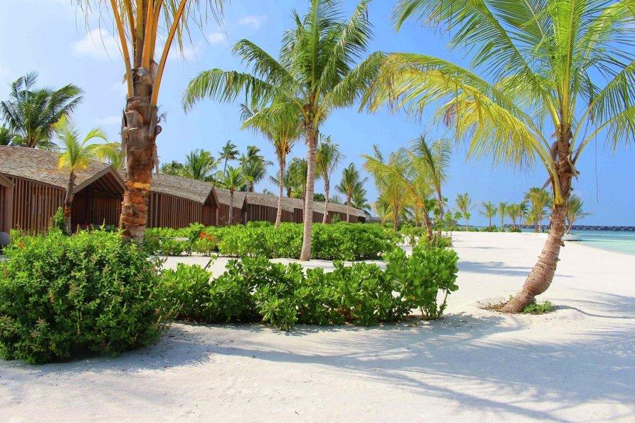 otel na solnechnykh batareyakh na maldivakh 17 892x594