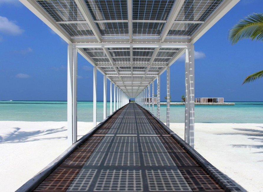otel na solnechnykh batareyakh na maldivakh 6 892x650