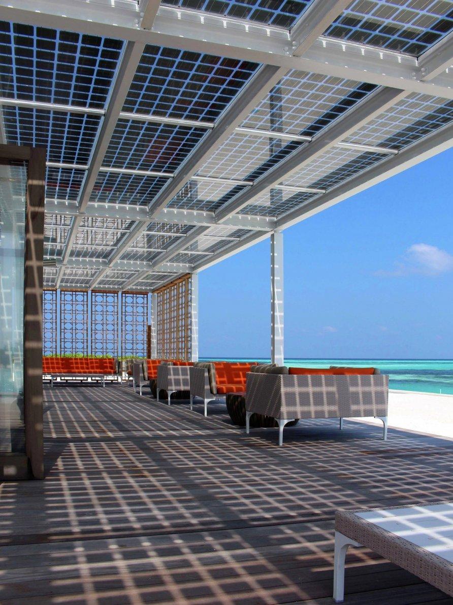 otel na solnechnykh batareyakh na maldivakh 7 892x1190