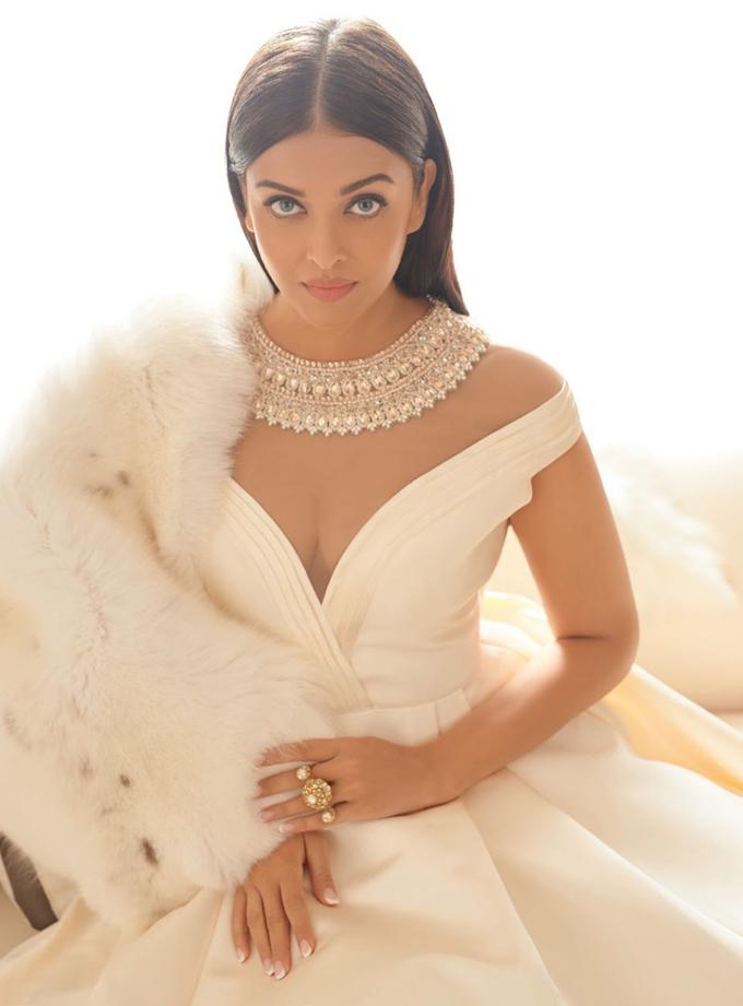 Aishwarya Rai Bachchan Harpers Bazaar India 5