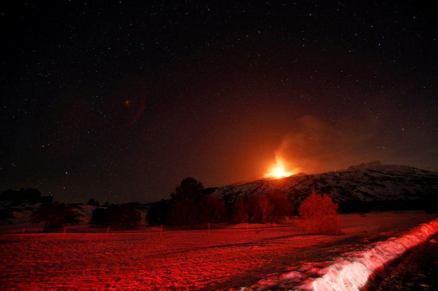 izverzhenie vulkana etna 10