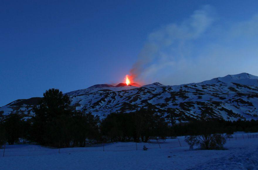 izverzhenie vulkana etna 12