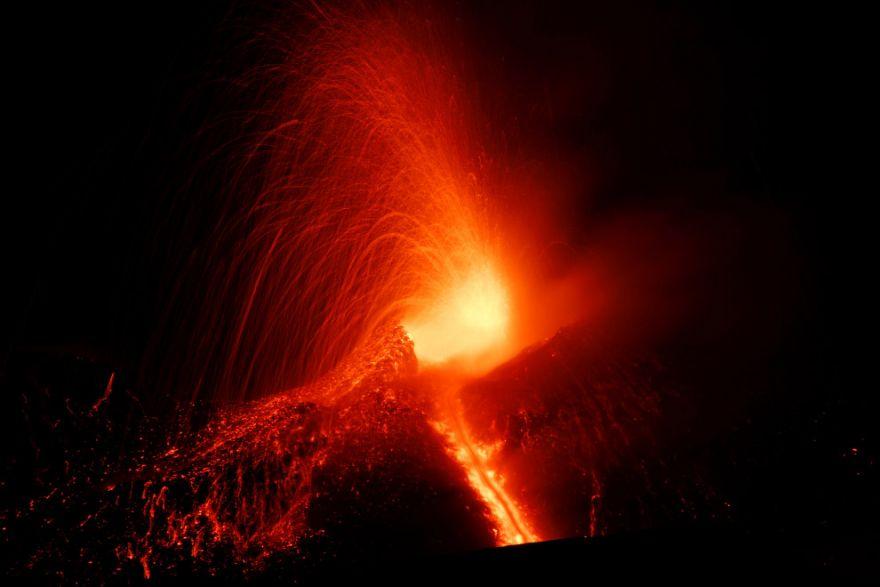 izverzhenie vulkana etna 8